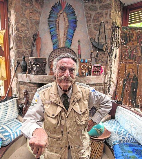 150902.Pozuelo de Alarcon.Madrid. El explorador y aventurero Miguel de la Cuadra Salcedo, en su casa de Pozuelo. Foto: Oscar Chamorro/Colpisa